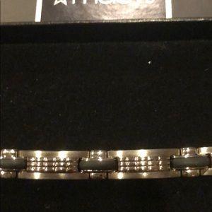 Men's stainless steel bracelet. BNIB 8 inch